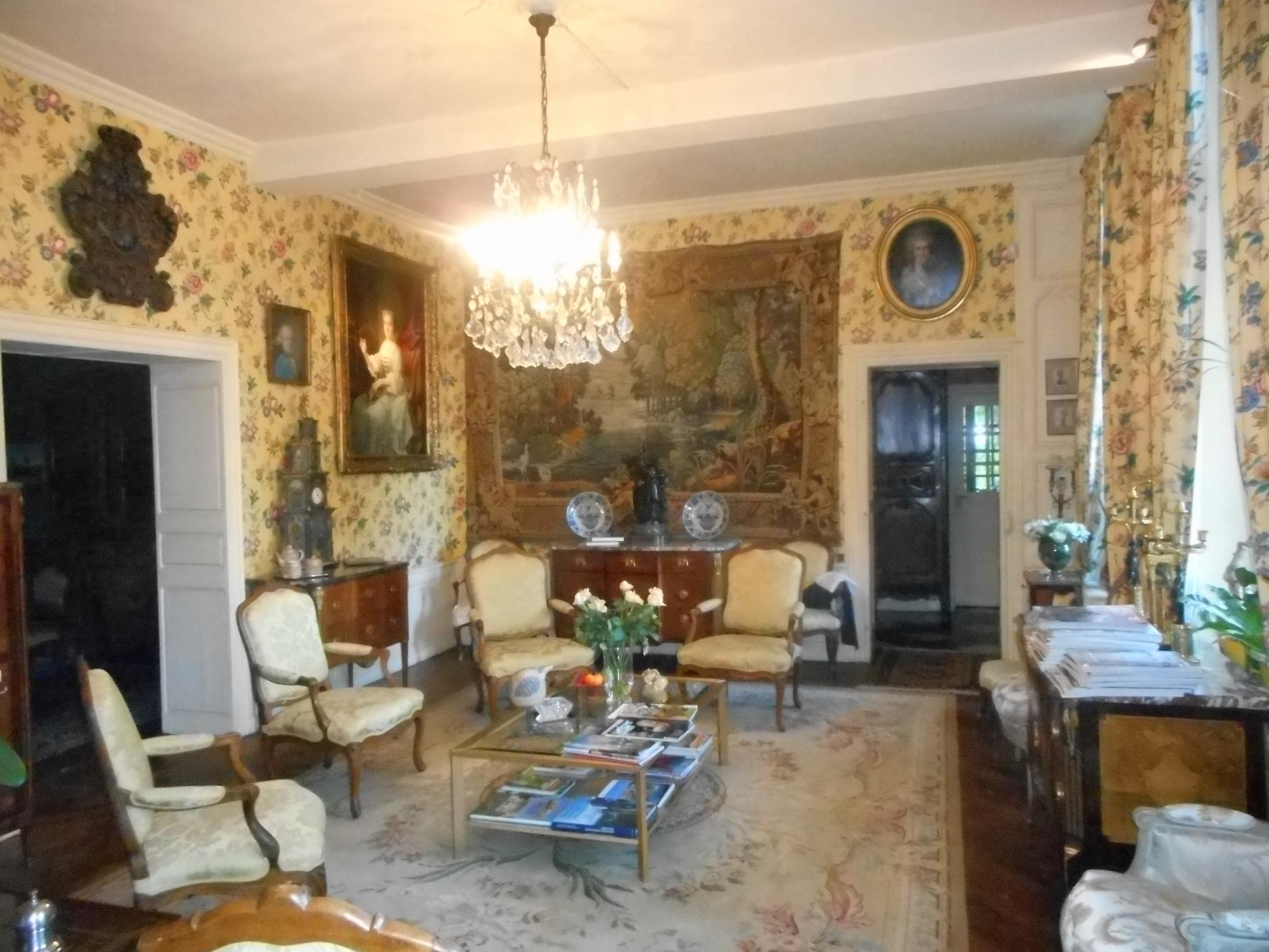 Chateau Jenlain salon    Chambre d'Hotes