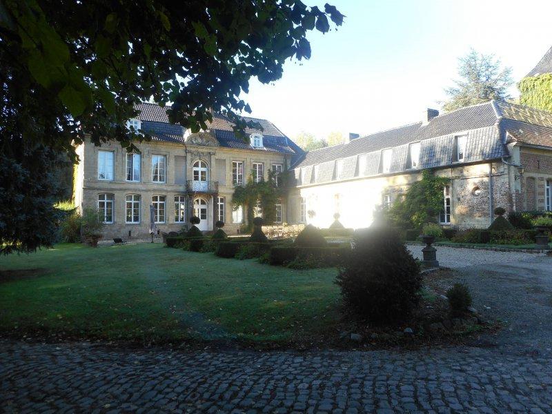 Château Jenlain exploité en ch d'hotes   Bonne rentabilité  Annie  Caillier 0683162981
