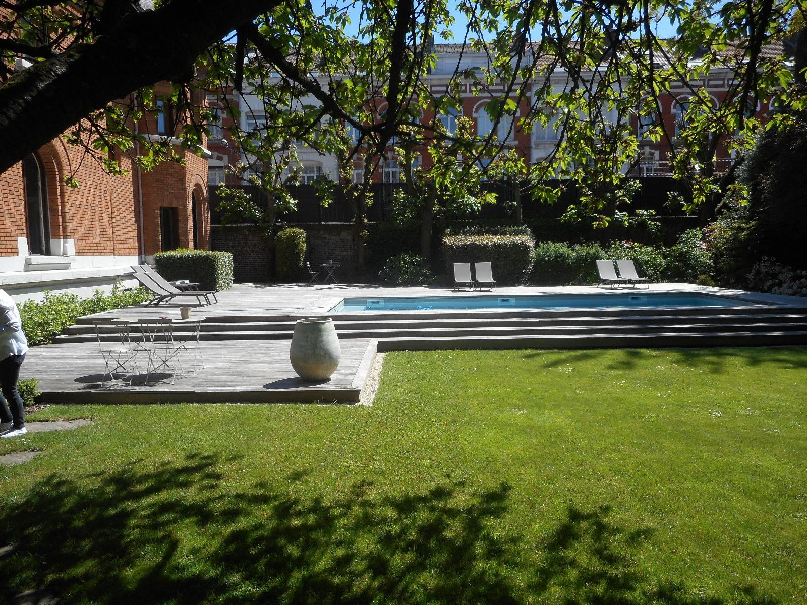 Hotel particulier Lille entièrement restaure  piscine exterieure chauffée  Annie Caillier 0683162981
