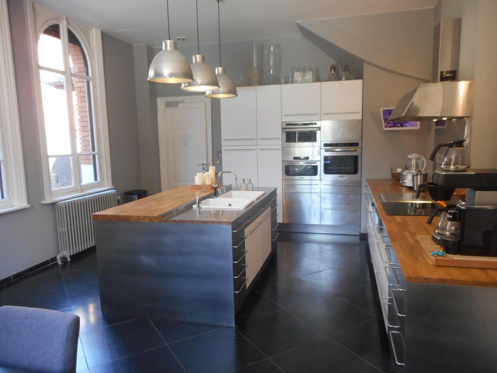 Hotel particulier Lille entièrement restauré  spacieuse cuisine