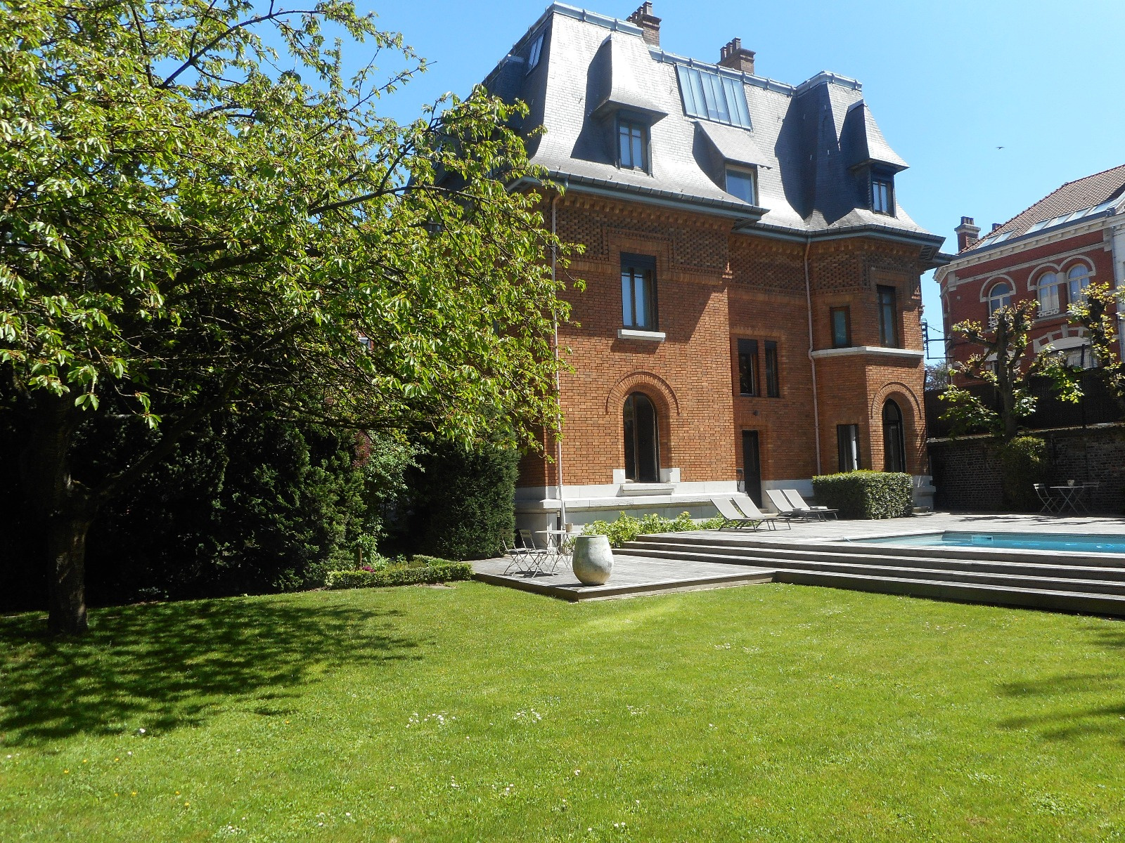 Hotel particulier entièrement restauré avec piscine  Lille  contacter  Annie Caillier 0683162981