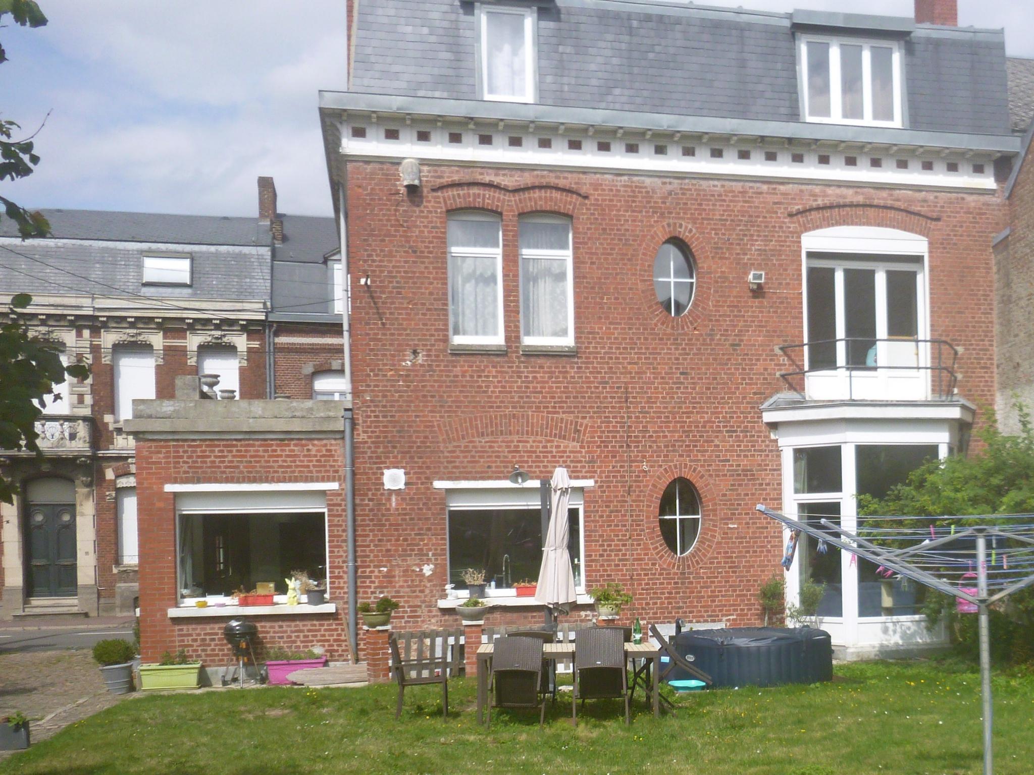 Maison bourgeoise  axe Cambrai Valenciennes  281000€ CAILLIER Annie  Tél  0683162981