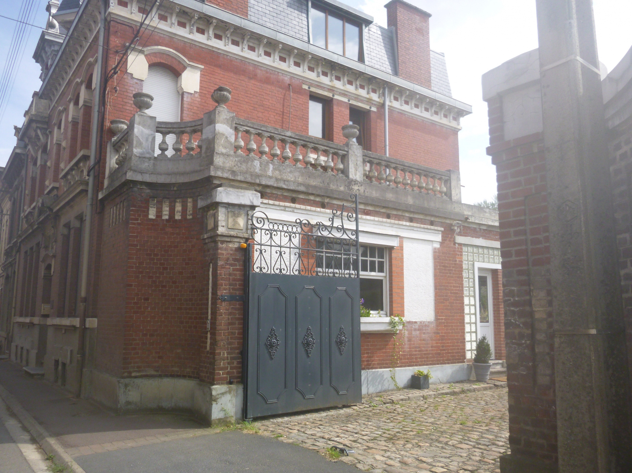 Maison Bourgeoise axe Cambrai Valenciennes 320m²   281000€ FAI   ANNIE CAILLIER Tél 0683162981